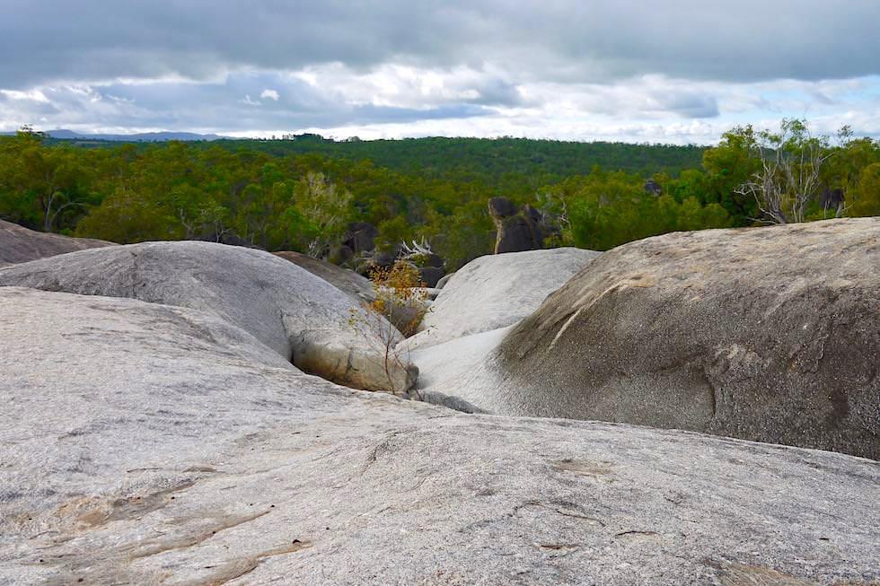 Granite Gorge Wanderung - Grandiose Ausblicke über Felsen & Buschlandschaft - nahe Cairns, Queensland
