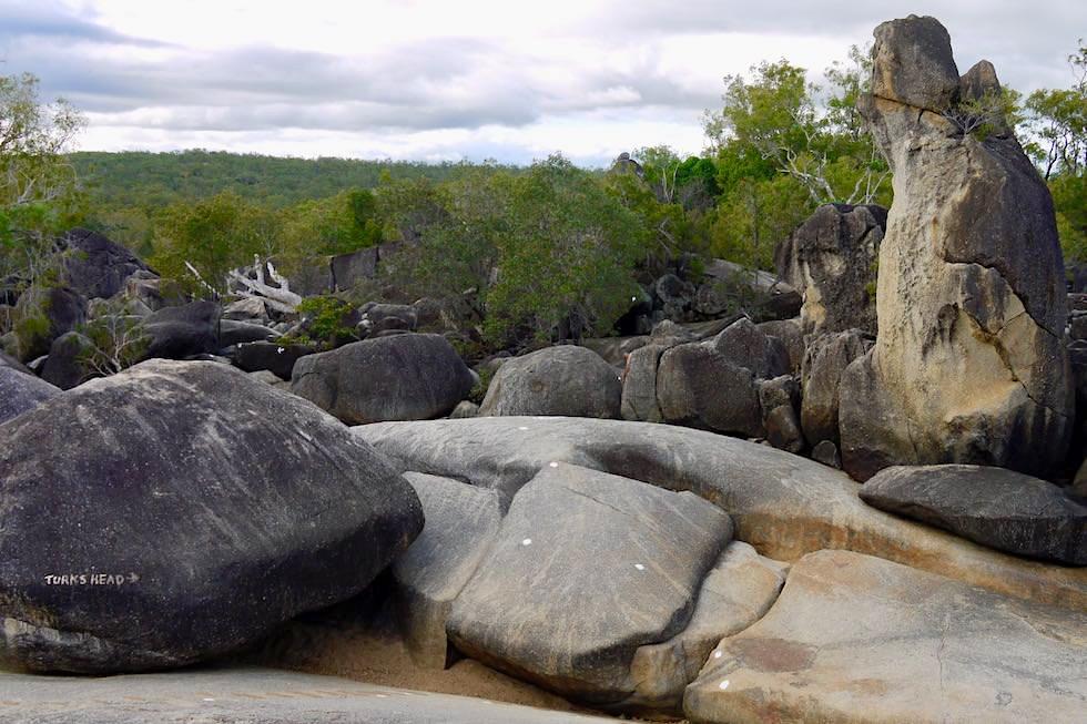 Granite Gorge Wanderung - bunte Felsformationen & Buschlandschaft - Cairns, Queensland