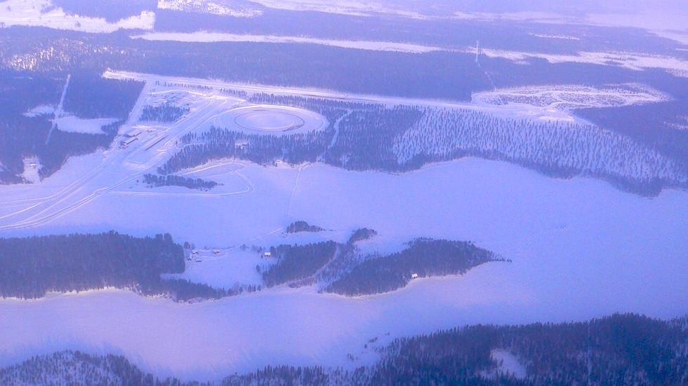 Testpisten der Automobilhersteller oder Fahrtraining in Lappland