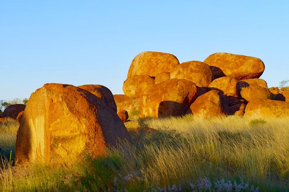 Devil Marbles bzw. Karlu Karlu - Faszinierende Felsbrocken-Landschaft - Northern Territory