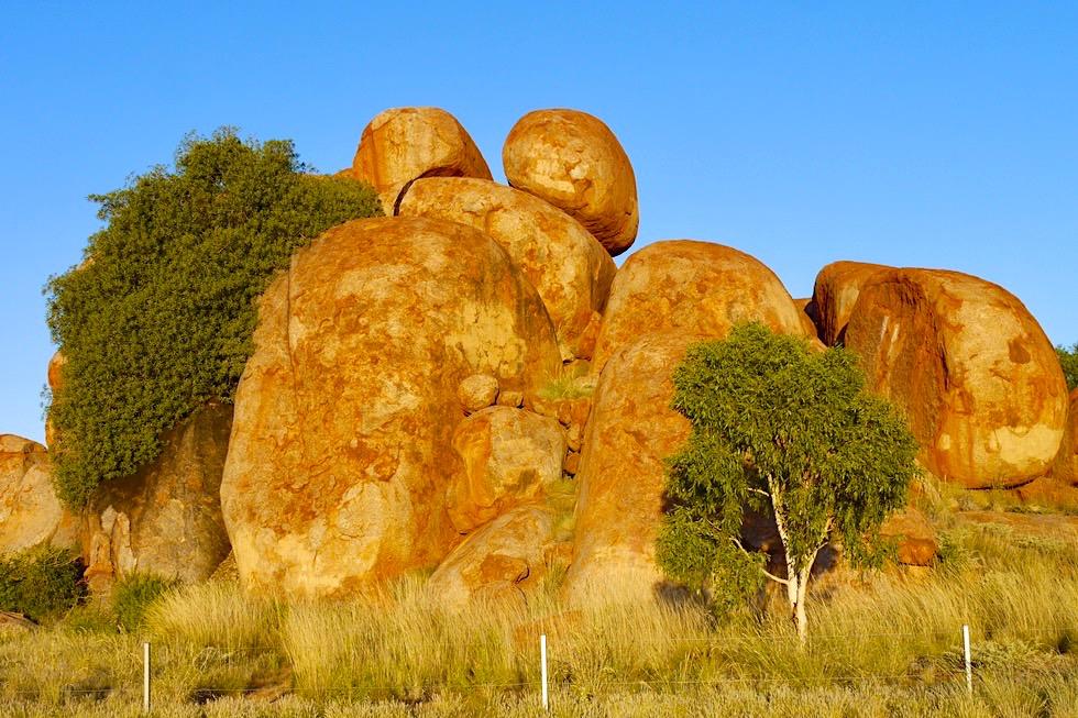 Devil Marbles oder Karlu Karlu - Tausende faszinierender runde Felsbrocken - Northern Territory