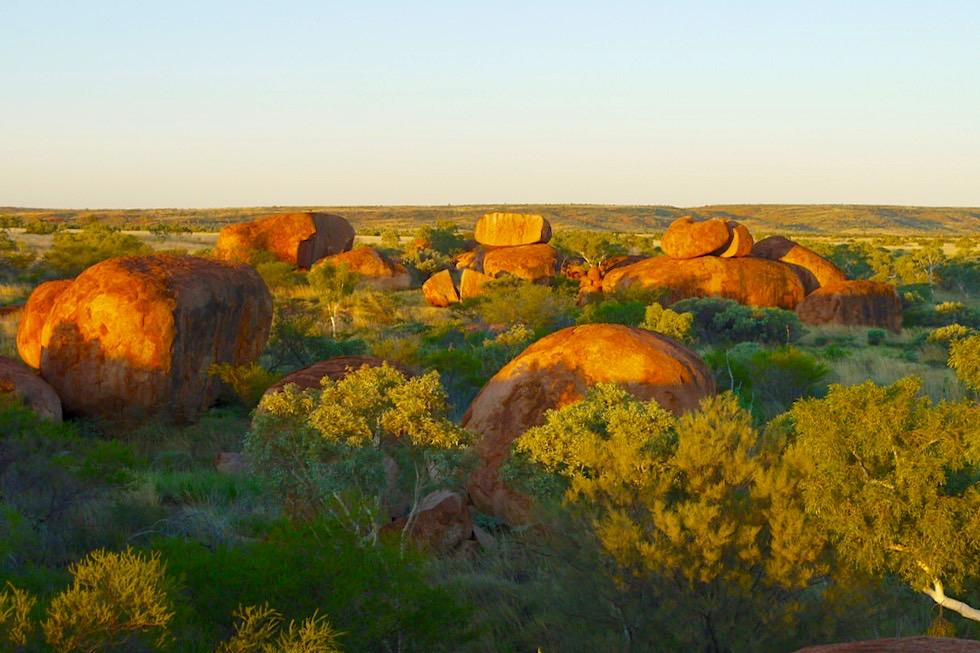 Devil Marbles oder Karlu Karlu - Geologisches Naturwunder: Tausende runder Felsen - Northern Territory