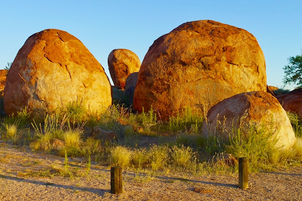 Karlu Karlu & Devil Marbles - Geologisches Naturwunder: Runde verwitterte Granitbrocken-Landschaft - Northern Territory