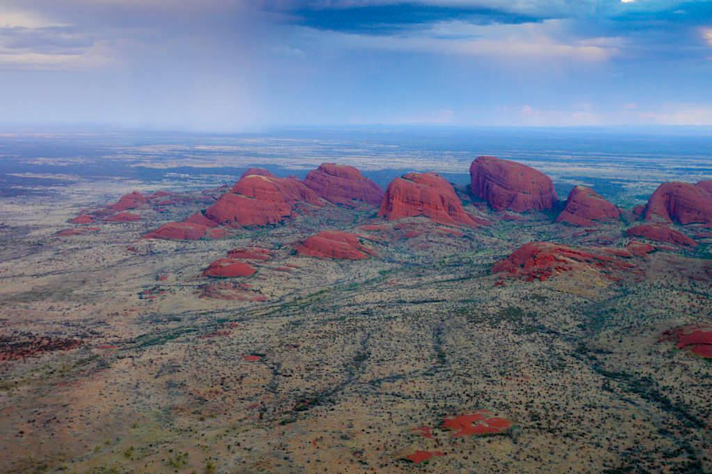 Kata Tjuta - Sonnenuntergang mit Wolken von einem Helikopterflug aus gesehen: Highlights im Nationalpark - Northern Territory