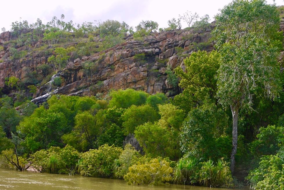 Katherine Gorge & Katherine River - Sandbank, Buschlandschaft & steile Felswände - Nitmiluk National Park - Northern Territory