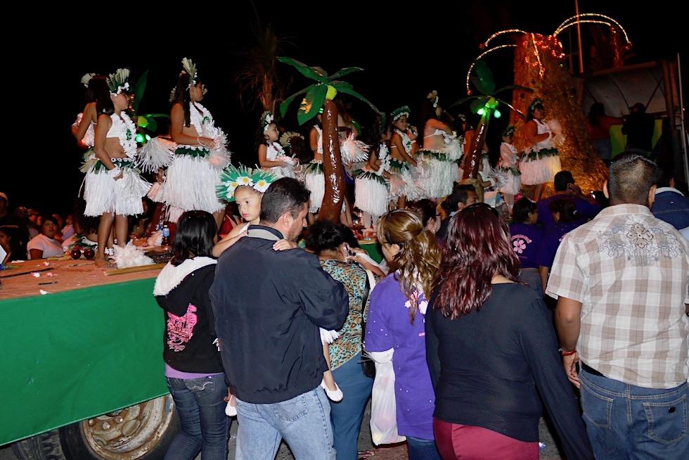 La Paz Baja California - Festival mit Wagen, Musik & Tanzeinlagen - Mexiko