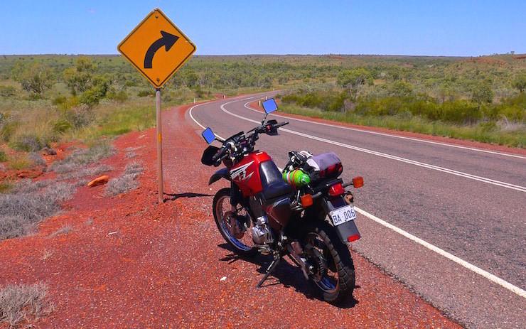 Scharfe Kurve Stuart Highway Northern Territory Australia