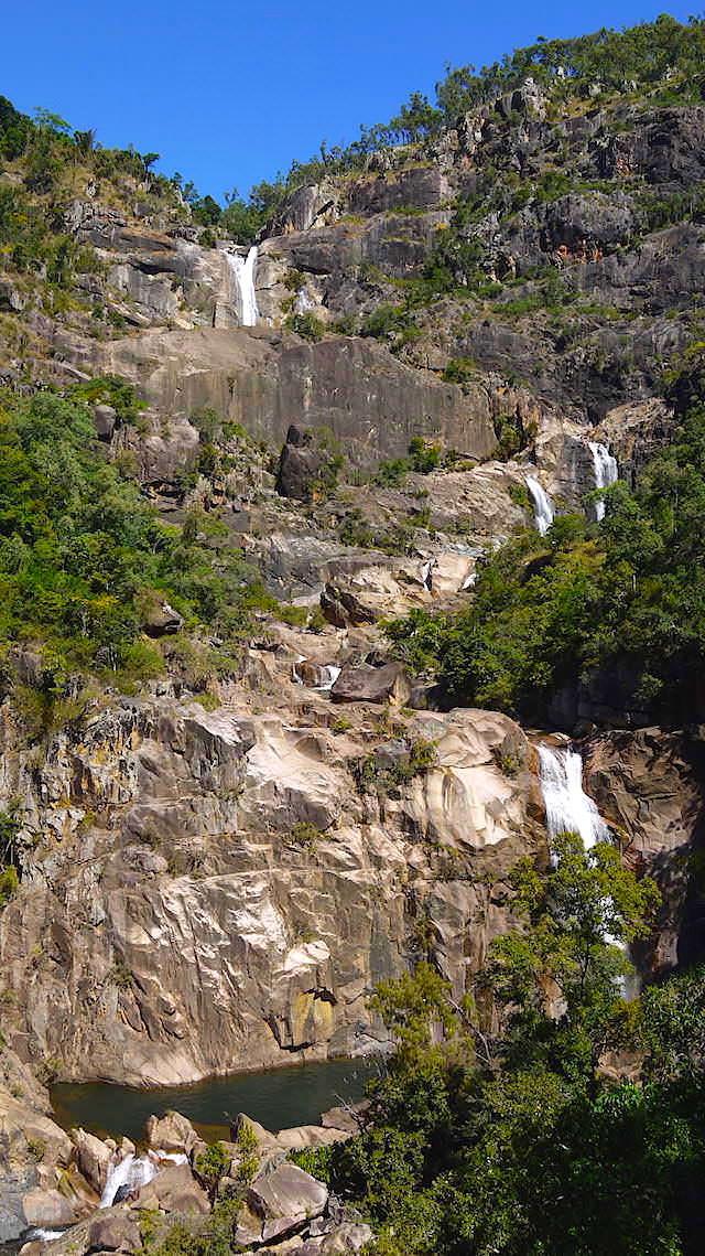 Blick zu den Jourama Falls Queensland Australien