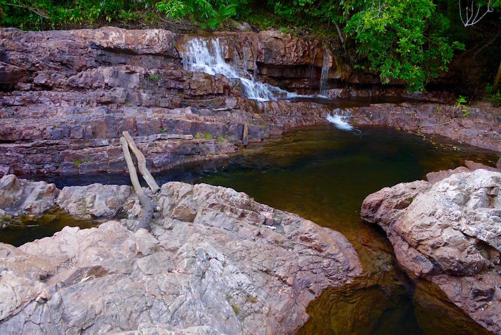 Kleine Herausforderungen bei Lower Cascades Wanderung - Litchfield National Park - Northern Territory