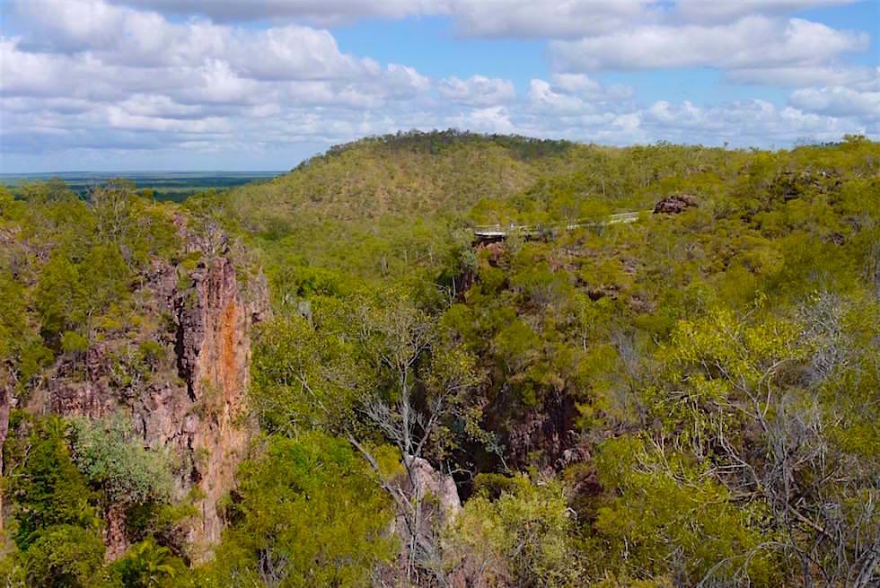 Blick auf Aussichtsplattform der Tolmer Falls - Litchfield Nationalpark - Northern Territory