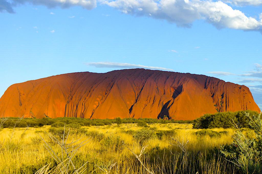 Uluru - Berühmt für seine faszinierenden Farbspiele je nach Tages- und Jahreszeit - Northern Territory