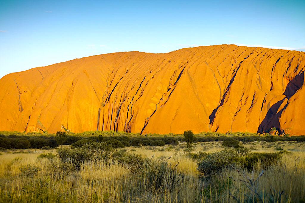 Uluru - Faszinierende Farbspiele beim Sonnenuntergang frühe Phase - Northern Territory