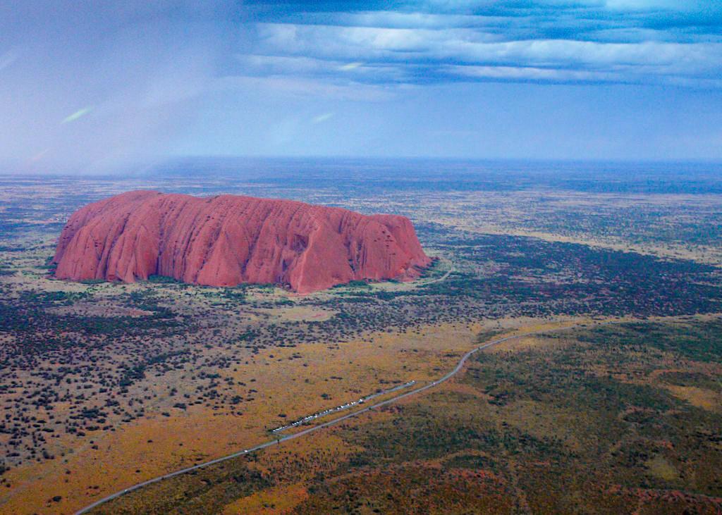Uluru aus der Vogelperspektive gesehen bei einem Helikopter Scenic Flight - Northern Territory