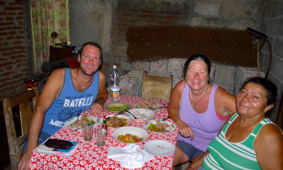 Abendessen in einer einfachsten Hütte auf dem Land - Kuba jenseits des Tourismus