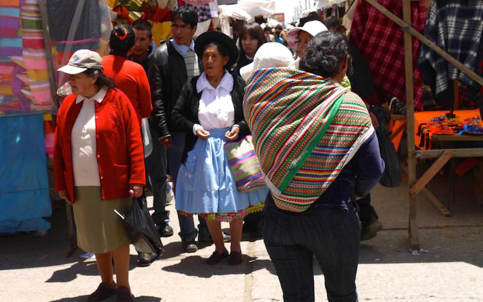 Huancayo Sonntagsmarkt in der Hocheebene Peru - Altiplano
