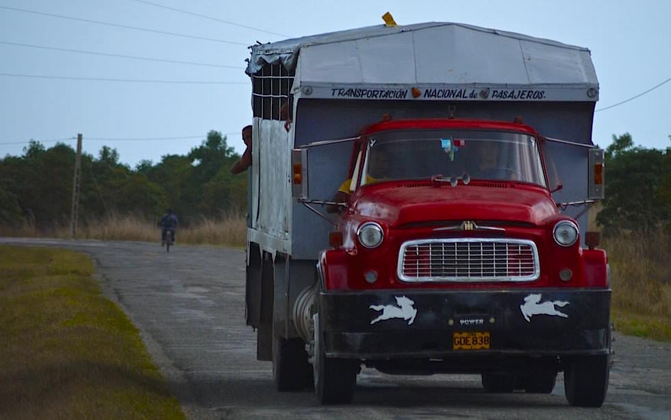 Lastwagen als Öffentliches Transportmittel statt Busse - Kuba jenseits des Tourismus erleben!