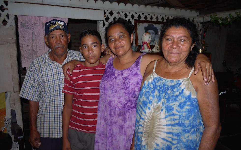 Familie in der Nähe von Marea del Portillo Kuba