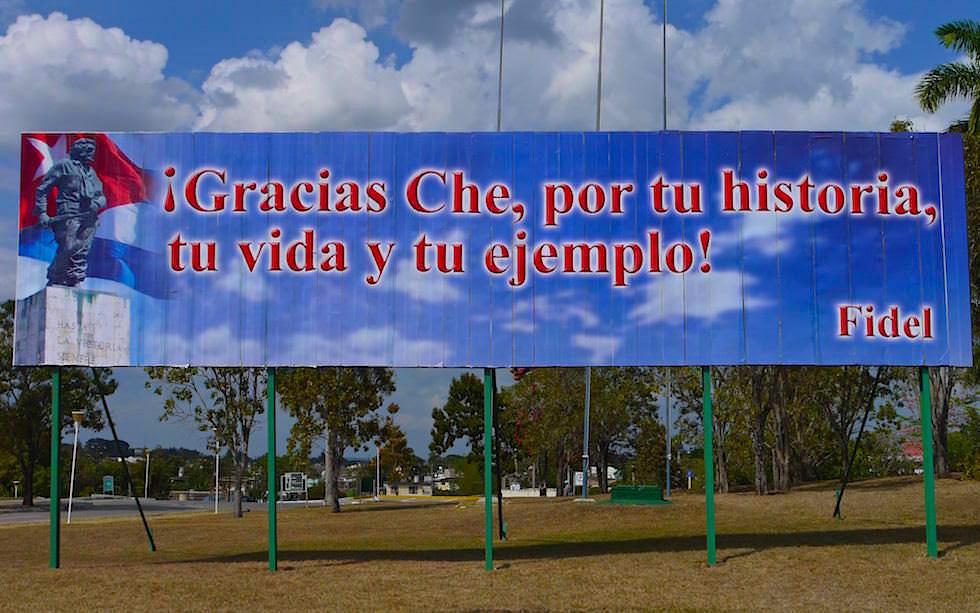 Propaganda am Platz der Revolution Santa Clara Kuba