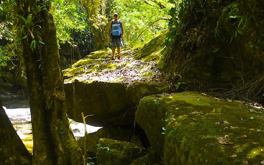 Wanderung entlang dem Rio Buritaca auf dem Ciudad Perdida Trekking in Kolumbien