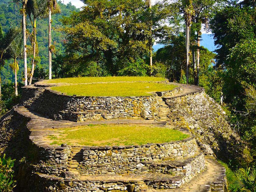 Die runden mühsam angelegte Terrassen der Cuidad Perdia liegen inmitten des Dschungels von Kolumbien