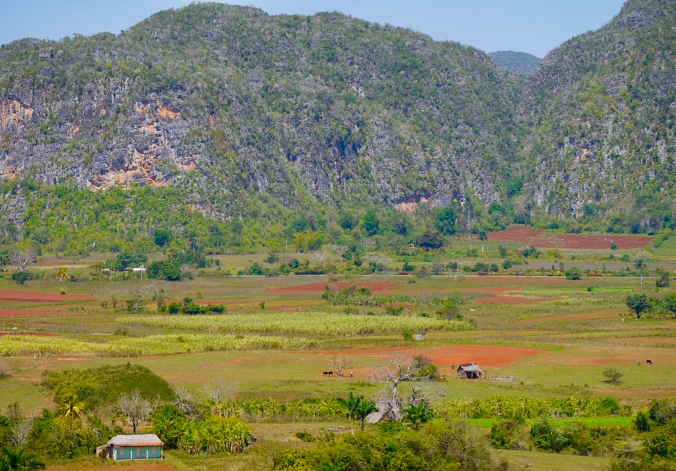 Valle de Vinales - Ausblick auf das Tal, Hütten, Tabakplantagen - Kuba Highlight
