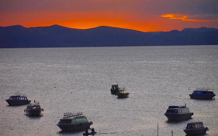 Lake Titicaca - Copacabana - Sonnenuntergang am Titicaca See in Copacabana Bolivien