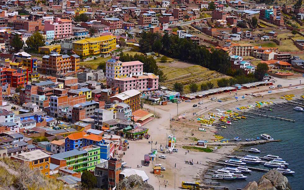 Blick auf Copacabana am Titicaca See in Bolivien