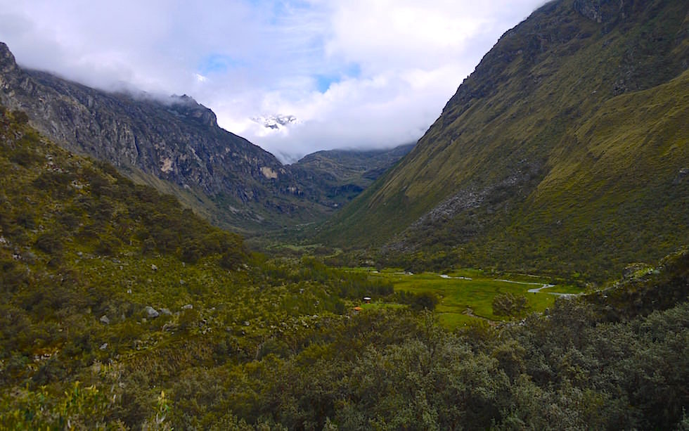 Blick ins Tal - Auf dem Weg zur Laguna 69 - Lake 69 - Nationalpark Huascaran bei Huaraz in Peru