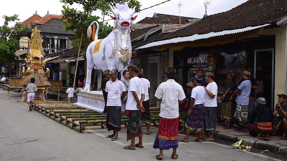 Einäscherungszeremonie Vorbereitungen Bali Indonesien