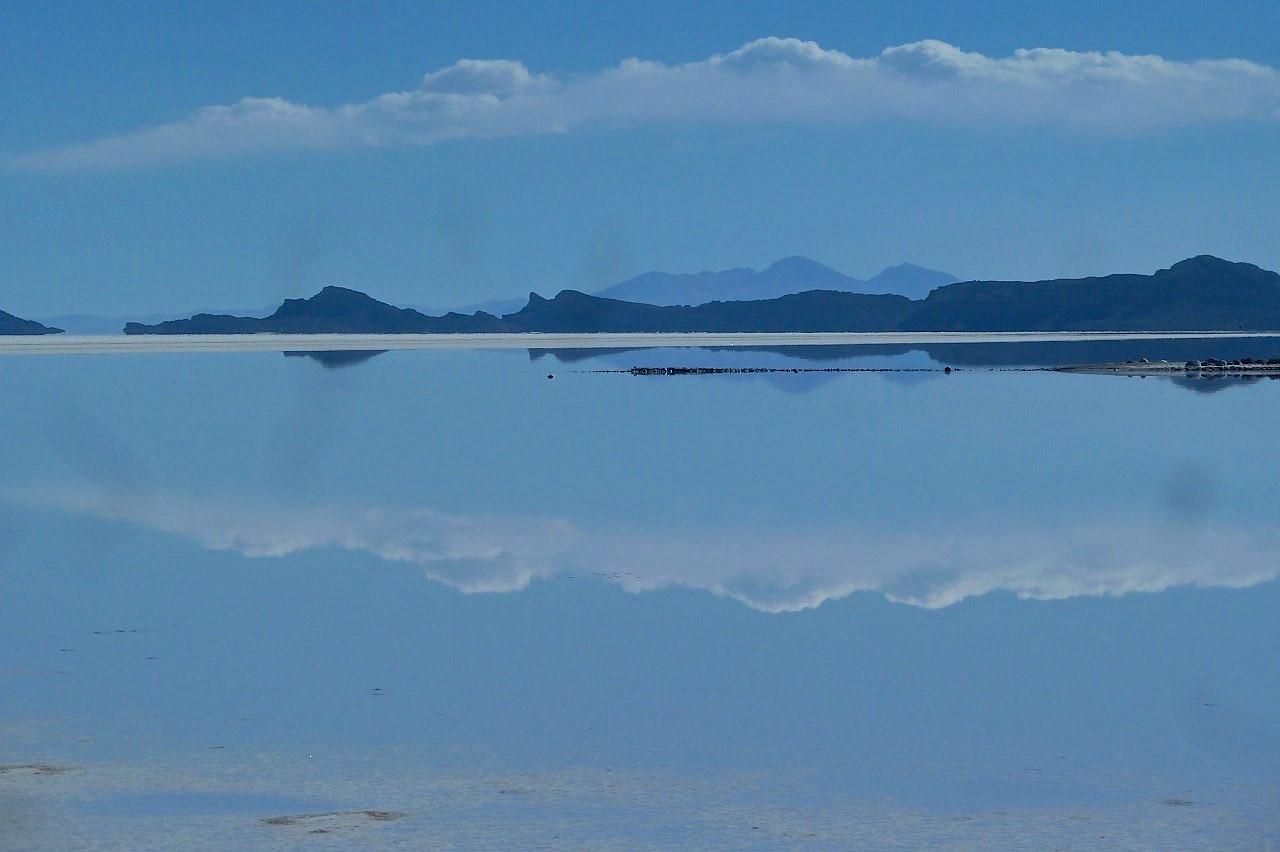 Salar de Uyuni Bolivien - Jeep Tour über den größten Salzsee - Spiegelungen bei Regen