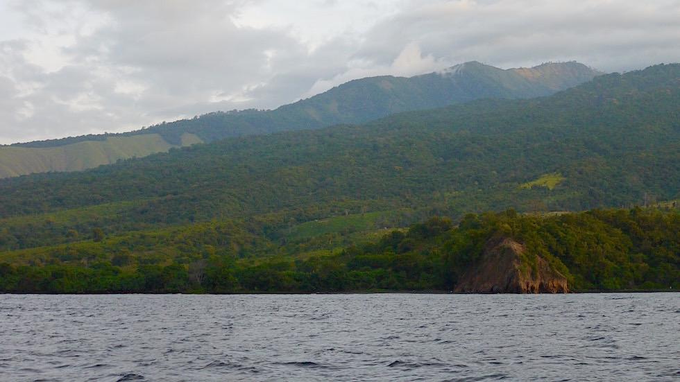 unbewohnte Nordküste von Sumbawa Indonesien