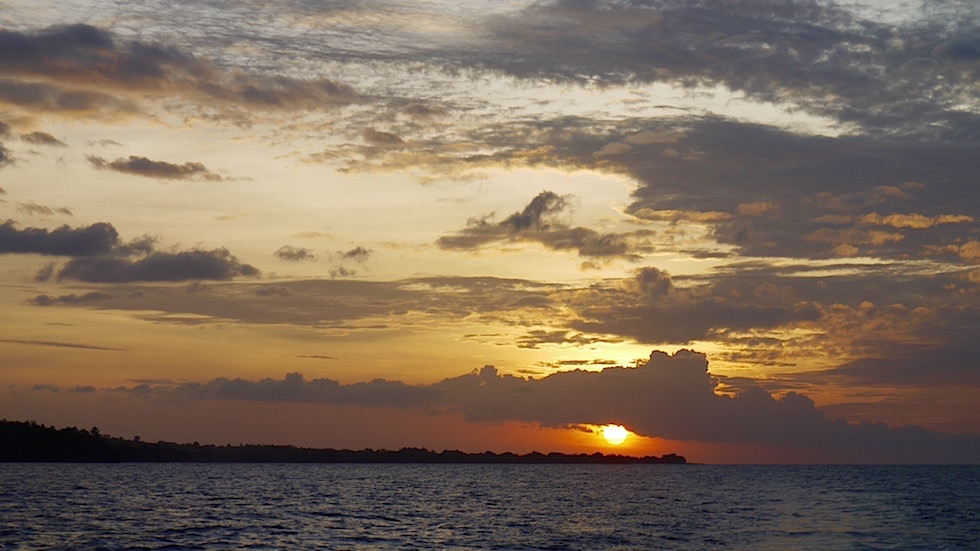 Sonnenuntergang Nordküste von Sumbawa Indonesia