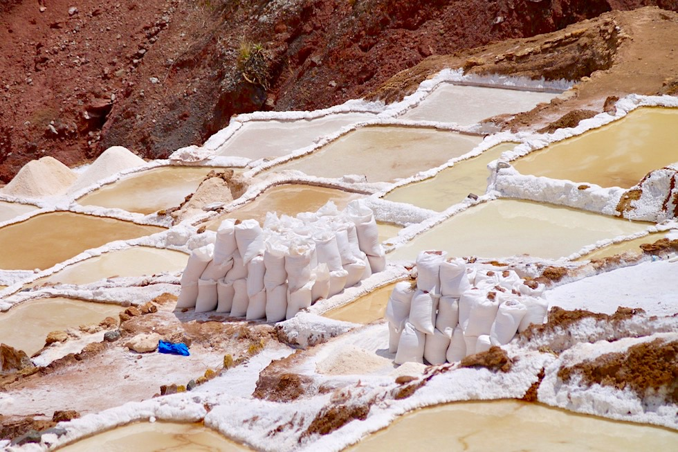 Die Maras Salzterrassen wurden von den Inkas mit ihren Händen angelegt - Valle de Sagrado - bei Cusco, Peru
