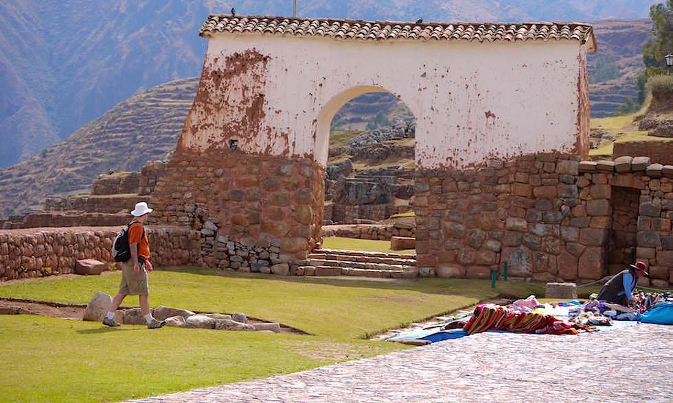 Valle de Sagrado - Chinchero 3760 m ist bei den Inkas der Geburtsort des Regenbogens - Highlights bei Cusco - Peru