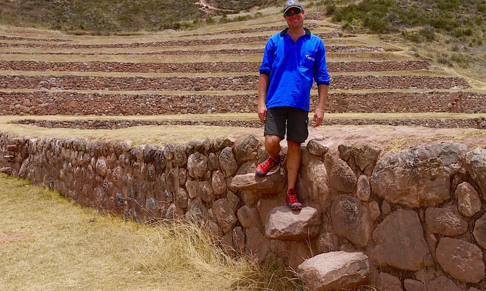 Valle de Sagrado - Moray: winzige Steinstufen führen hinab ins Zentrum - Highlights & Inkastätten bei Cusco - Peru