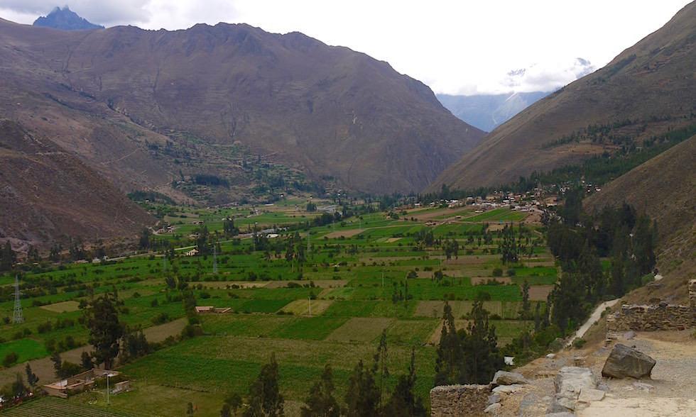 Blick ins Valle Sagrado von Tempelanlage Ollantaytambo - heiliges Tal bei Cusco Peru