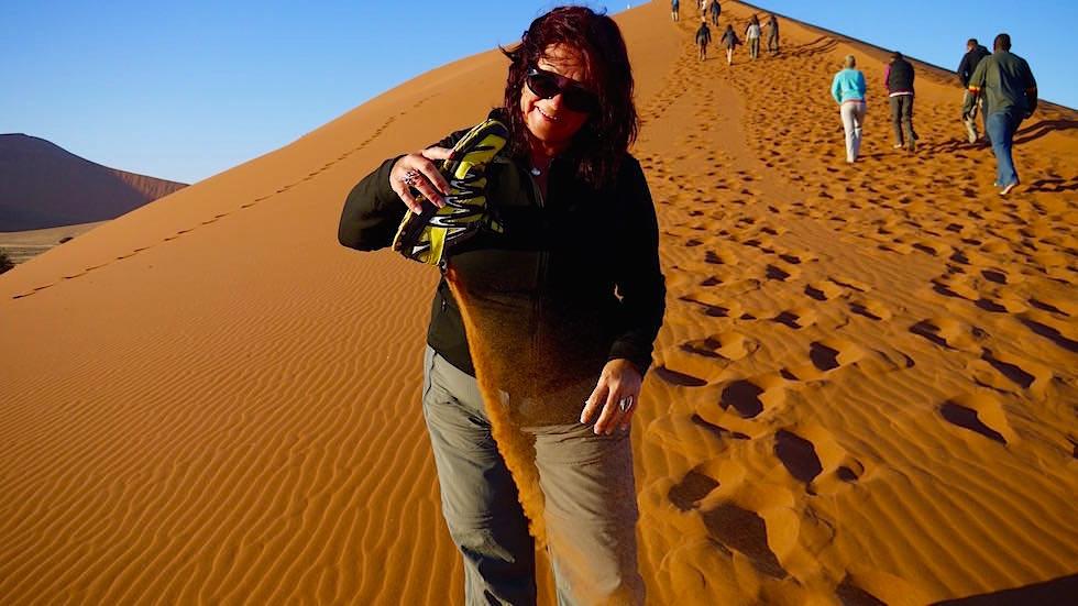 Sand in den Schuhen - Dune 45 - Namib Wüste - Die schönsten Namibia Sanddünen - Afrika