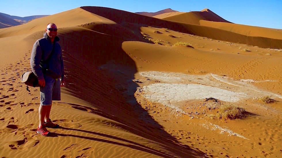Auf dem Weg zu Deadvlei - Sanddünen in der Namib Wüste - Namibia, Afrika