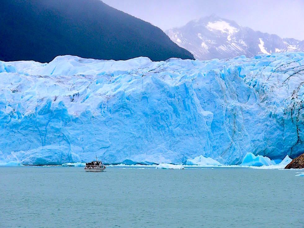 Mit dem Boot zum Perito Moreno Gletscher - Patagonien , Argentinien