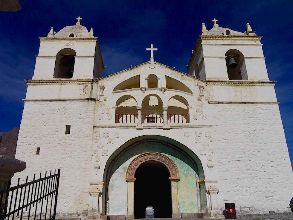 Kirche Maca auf dem Weg zum Cruz del Condor - Colca Canyon - Chivay- Peru