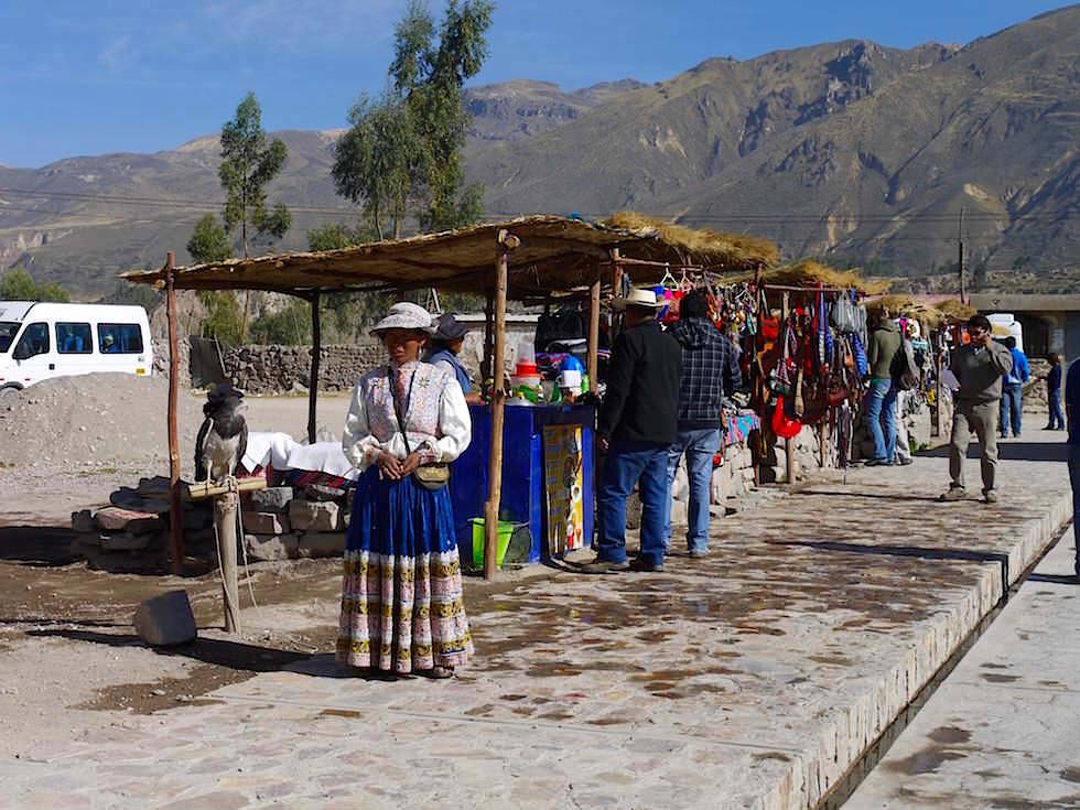 Verkaufsstände Maca auf dem Weg zum Cruz del Condor - Colca Canyon - Chivay- Peru