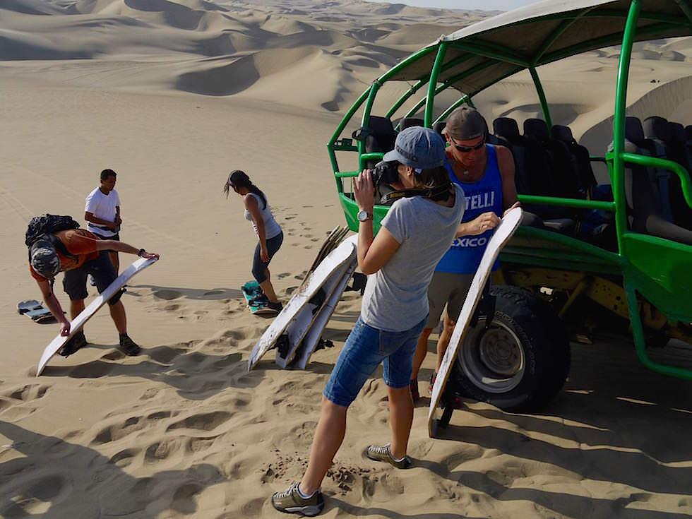 Preparing Sandboarding Sanddünen Huacachina Ica Peru