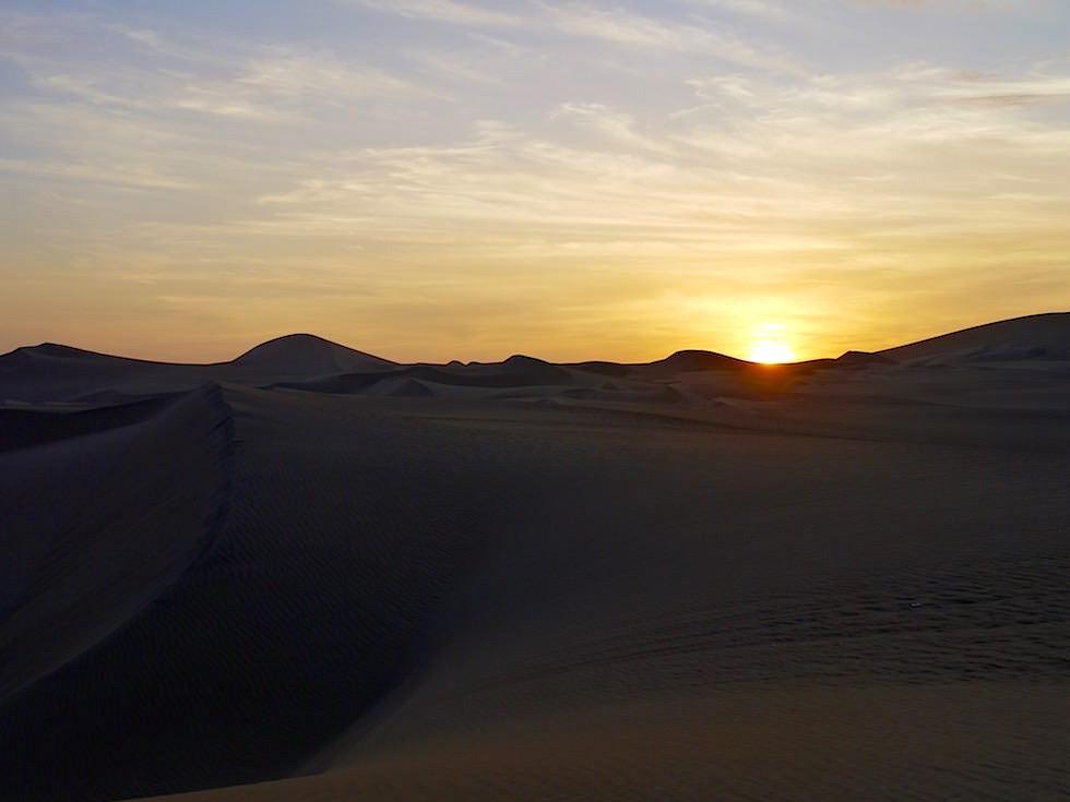 Sonnenuntergang in den Sanddünen Huacachina Ica Peru