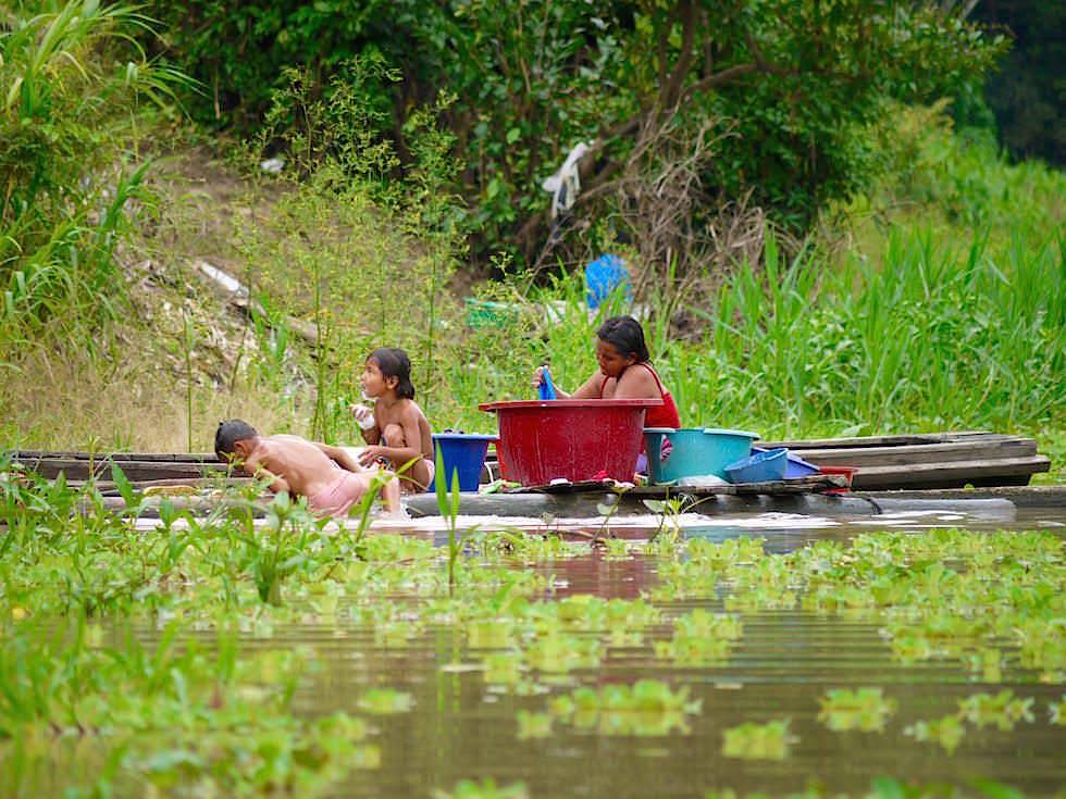 Wäsche waschen - Abenteuer Amazonas Dschungel Tour - Peru