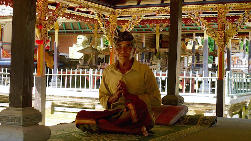 Priester - Pura Gunung Kawi Sebatu - Ubud Bali, Indonesien