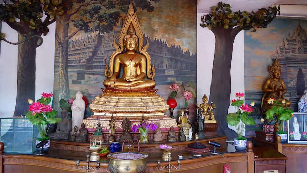 Buddha Schrein - Brahmavihara - im Norden von Bali bei Lovina Beach in Indonesien