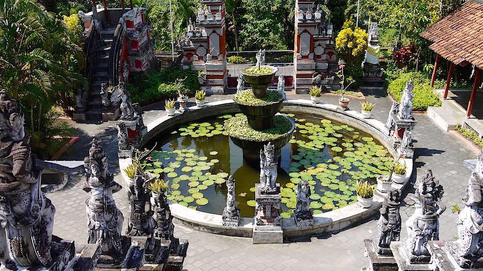 Lotusteich - Brahmavihara - im Norden von Bali bei Lovina Beach in Indonesien