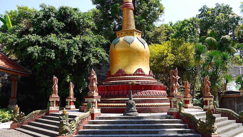 Brahmavihara - Stupa - bei Lovina Beach im Norden von Bali in Indonesien