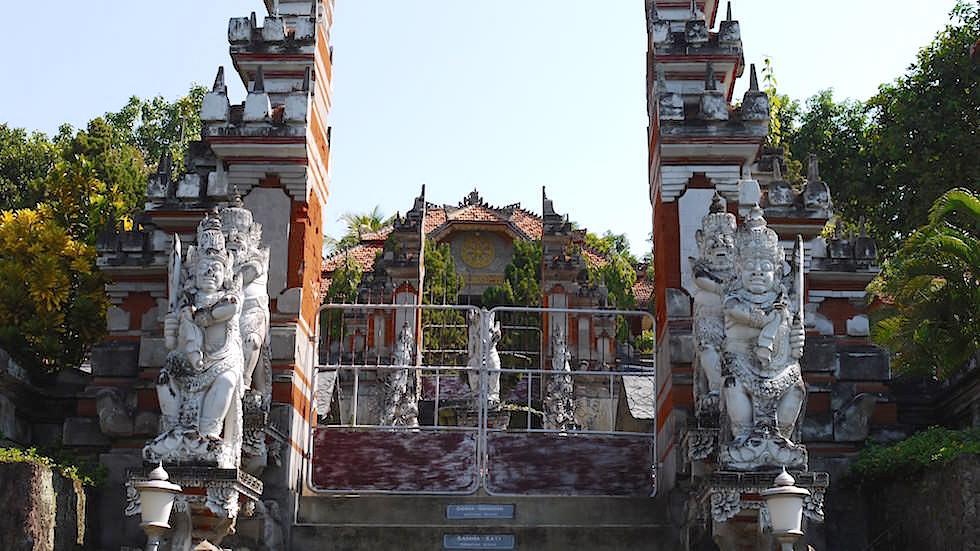 Eingang - Brahmavihara - im Norden von Bali bei Lovina Beach in Indonesien
