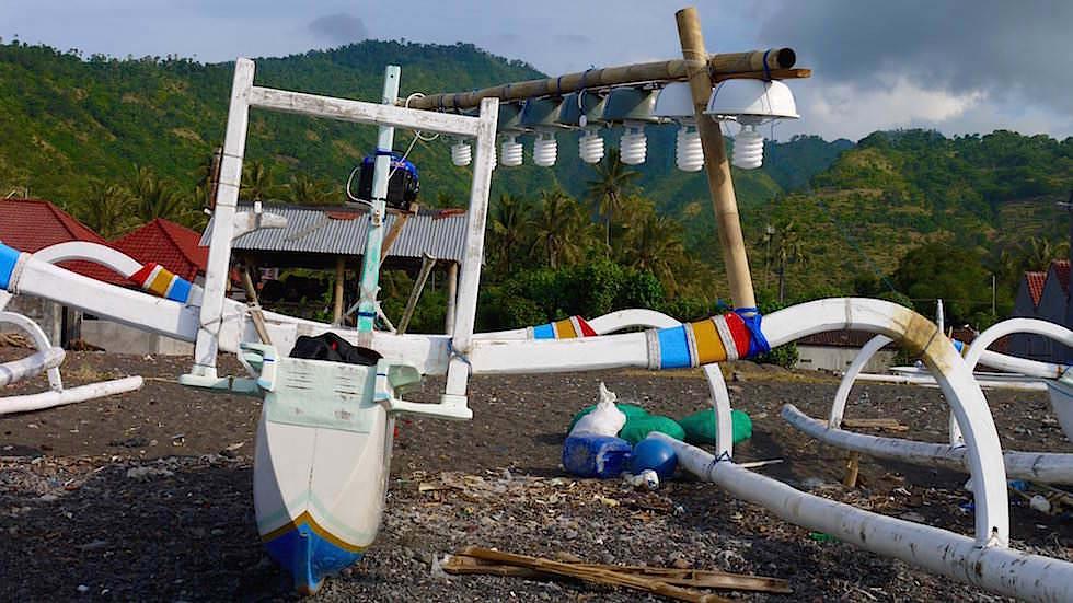 Fischerboot bei Amed Bali Indonesien